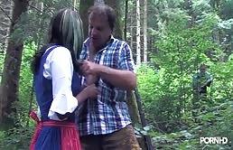 莉黑色是做口交的在树林里