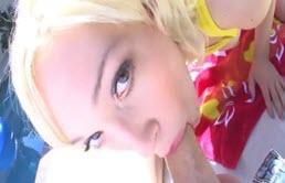 口交与一个金发碧眼的女孩在这个视频