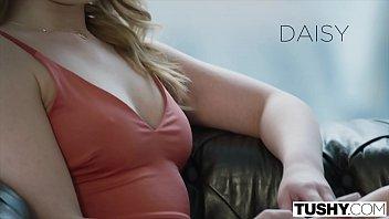 黛西唤醒她的男朋友参加肛交游戏