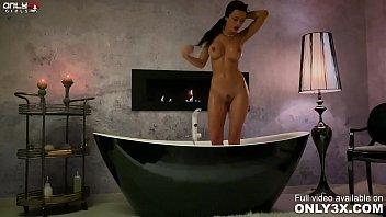 Shalina在洗澡和假阳具时手淫