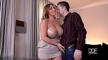 妓女色情乱搞硬与她的新的可爱的男朋友