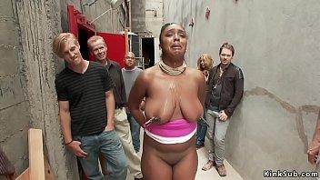 एक काली अफ्रीकन के साथ बड़े स्तन