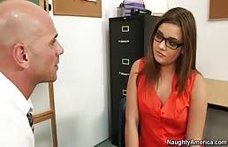 老师,约翰尼的罪恶他操顽皮的女学生