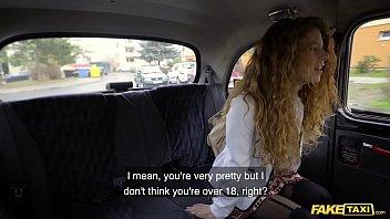 الجنس في سيارة أجرة مع سابرينا