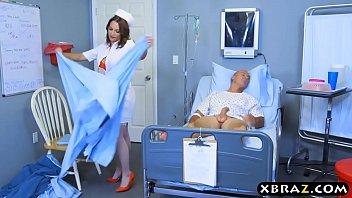 ممارسة الجنس مع ممرضة من كلوج ، رئيس المريض في السرير