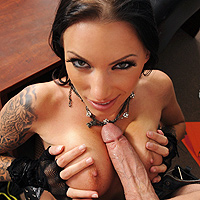 Brunette Fucked With A Strep-A Thug With A Big Dick