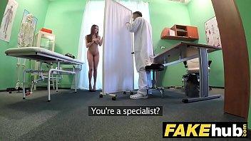 طبيب الملاعين المريض لها في سن المراهقة
